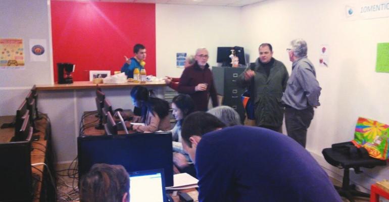 Petits gâteaux et numérique avec les habitants du 10e !